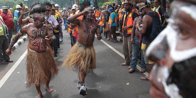 enaknya-freeport-keruk-emas-papua-tapi-tak-hargai-masyarakat-adat